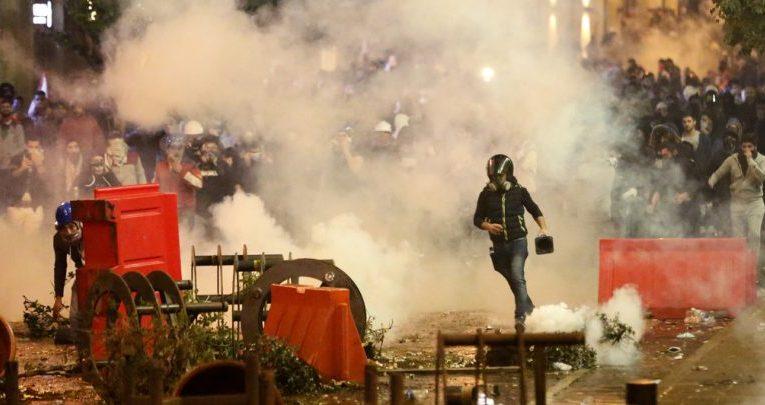 لبنان  |   اشتباكات بين الأمن ومتظاهرين في بيروت
