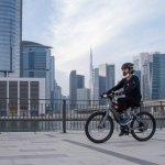 صور  |  نائب رئيس الإمارات يتجول بدراجة هوائية في دبي