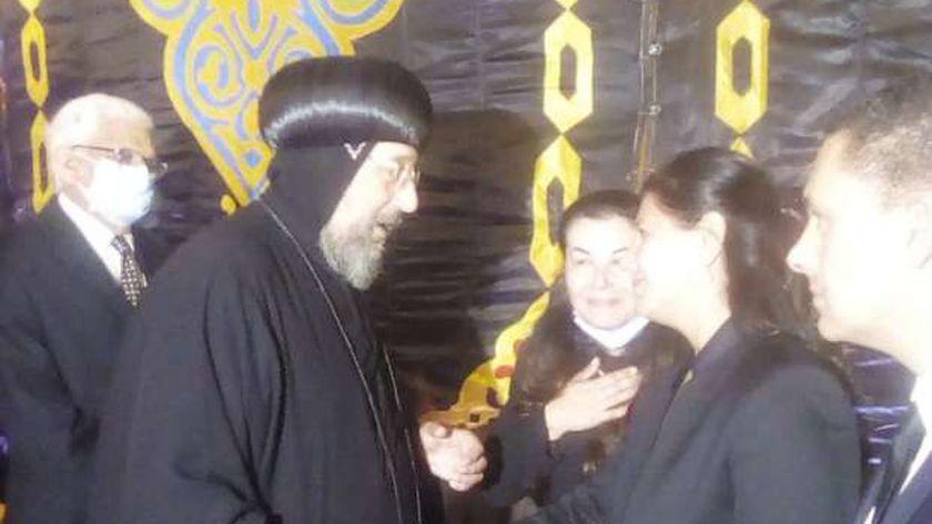 التشيكية «ميلا» زوجة «محمد فريد خميس» تصل لتلقي واجب العزاء – وكالة النيل للأخبار