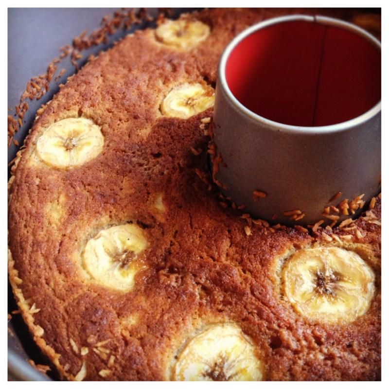 Banankaka med pepperkakskryddor, kokosnötsmjöl och ghee. Helt fri från sädesslag, vitt socker och mjölkprotein.