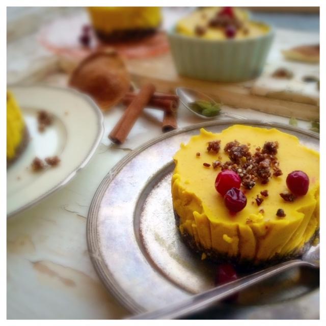 Apelsin och saffrans cheesecake (raw) med pepparkakskryddad botten1
