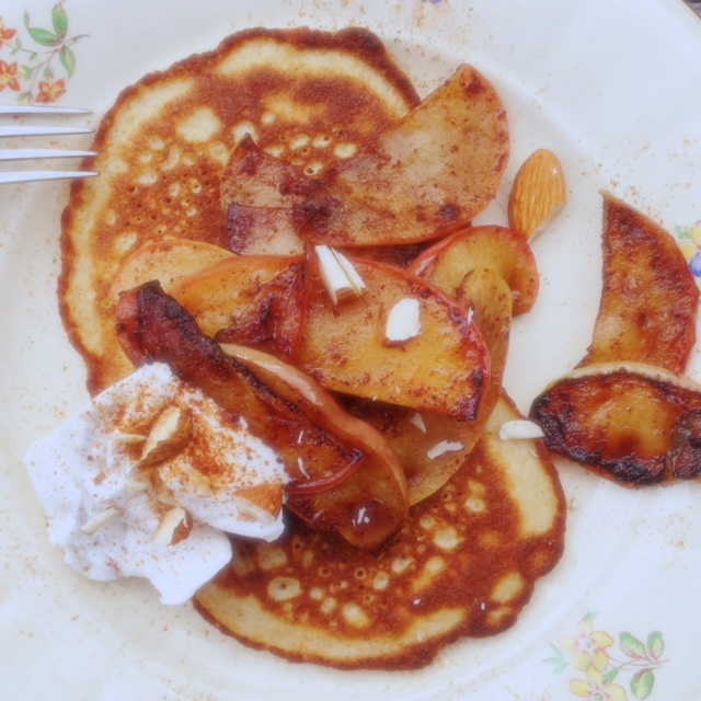 Glutanfria kanelplättar med stekta äpplen1