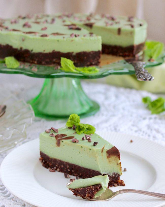 raw cheesecake med pepparmynta och browniebotten