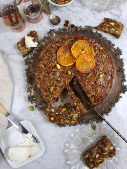 Fruktkaka med nötter och honung (glutenfri, mjölkfri, utan vitt socker)