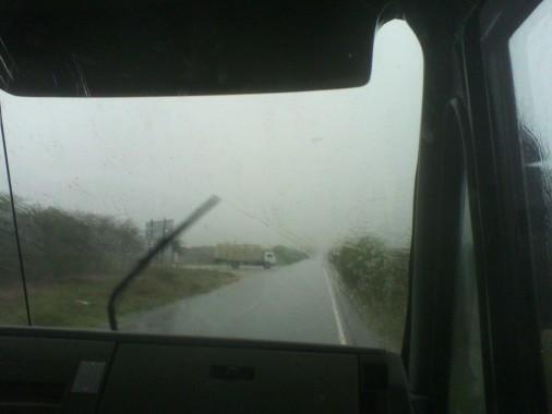 Universitários que precisam se deslocar de Afogados  para Serra Talhada enfrentaram muita chuva na estrada. Foto: Marcos Antonio