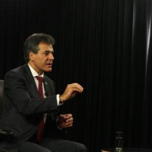 beto-richa-governador-do-parana-concedeu-entrevista-ao-uol-em-20mai2015-a-gravacao-ocorreu-no-estudio-do-uol-em-brasilia-1432165409248_300x300