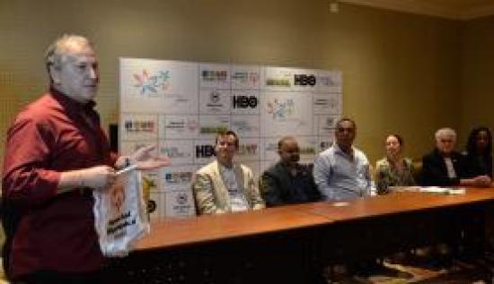 O ex-jogador Zico deseja sucesso à delegação da Special Olympics, que representará o Brasil nos EUA, e reafirma sua candidatura à presidência da Fifa