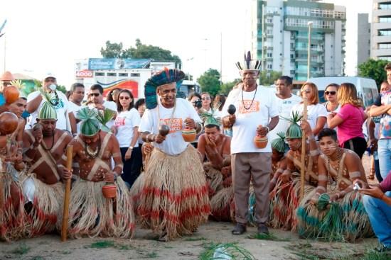 Ritual-indigena-no-rio-Petrolina-Foto-Regina-Lima