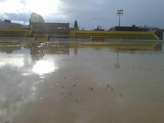 O campo do Estádio Souto Maior desapareceu debaixo d'água