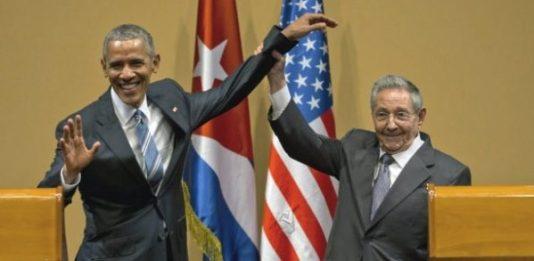 Em março deste ano, o presidente dos EUA, Barack Obama (à esq.), e o líder de Cuba, Raúl Castro (à dir.), se encontraram em Havana. Foto: Ramon Espinosa/AP