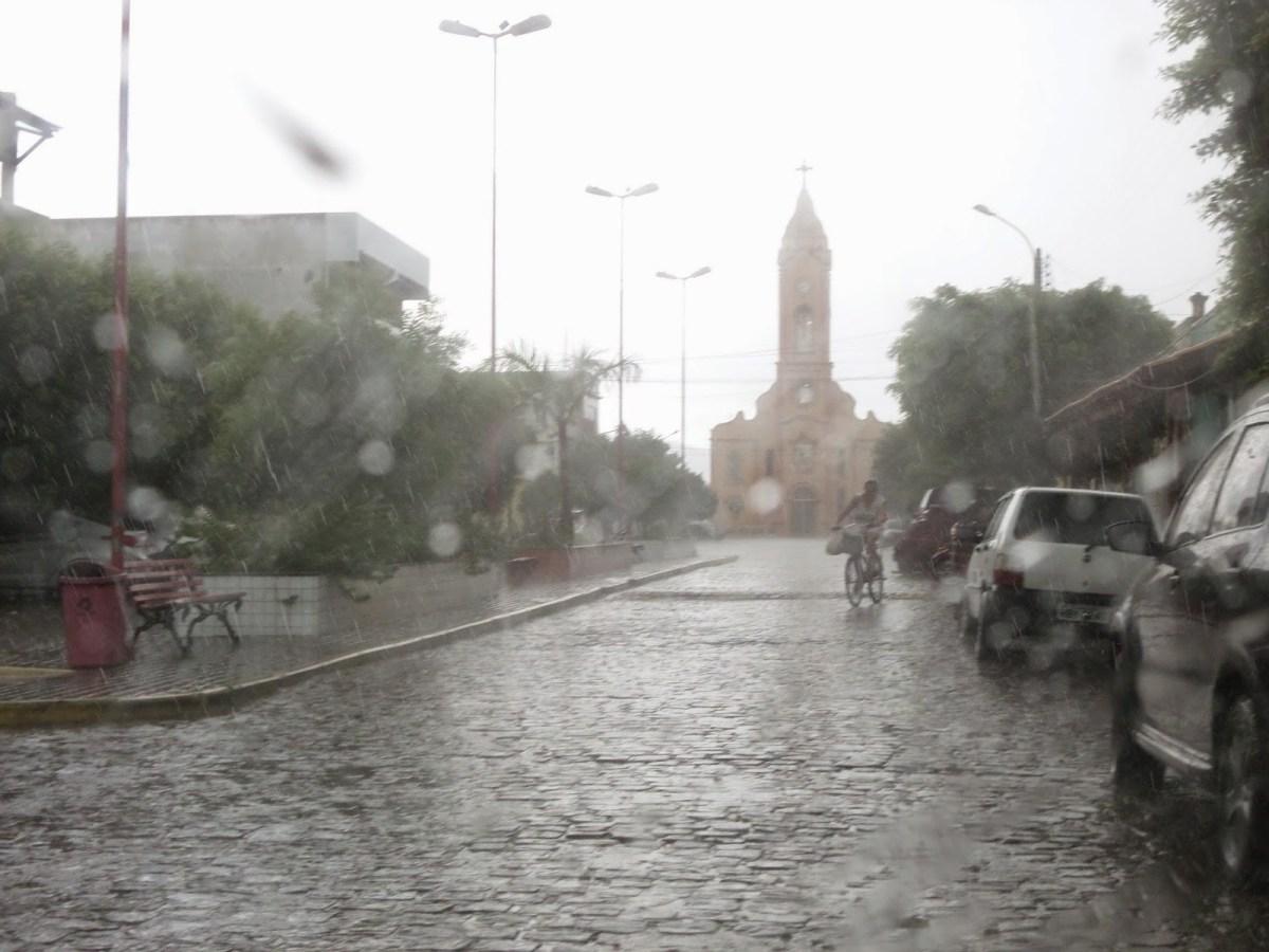 Resultado de imagem para chuvas em Carnaíba