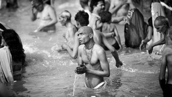 Hindu an der Sangam Ghat am Kumbh Mela 2019