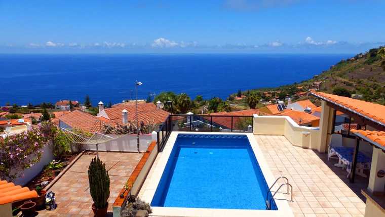 Fantastic villa with pool and stunning sea view!