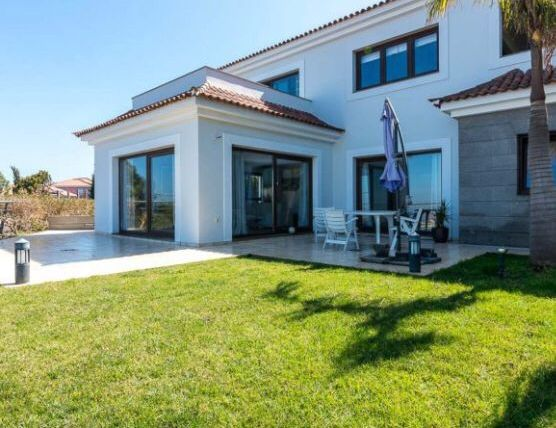 Huge modern property with stunning sea views in Santa Ursula!