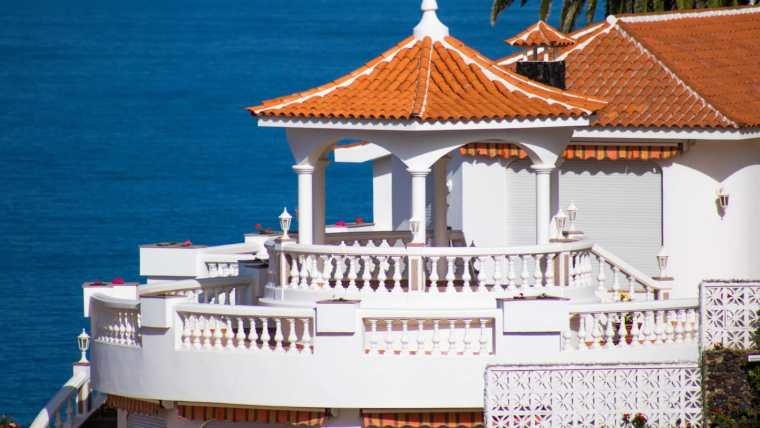 Exclusive luxury villa with spectacular views over the coast in first sea line!
