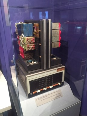 A PDP-8 computer at the New Mexico Natural History Museum in a glass container.