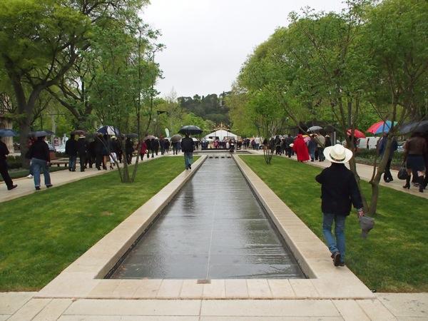 The new Allées Jaurès and the entrance of Jardins de la Fontaine in the distance