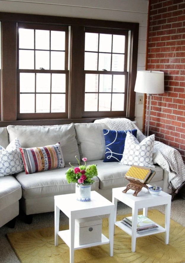 20 living rooms with the perfect small coffee table