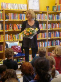 Nina Petrick in der Halensee Grundschule im Lesefisch