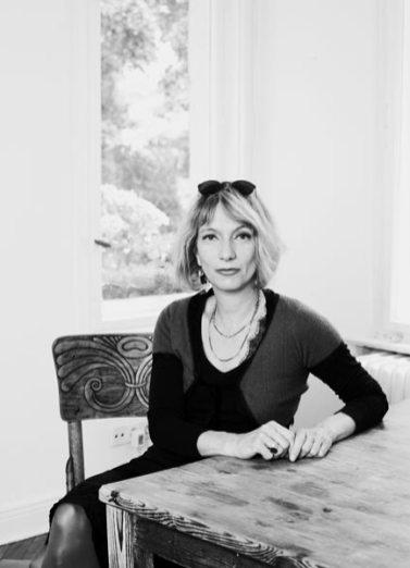 Nina Petrick am Tisch