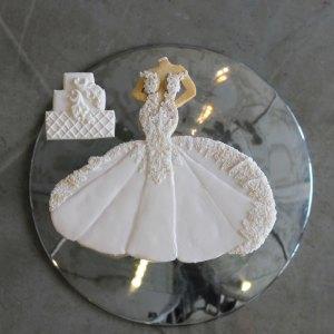 luxury-elegant-wedding-bridal-cookies-bride-full-dress-cake-nina-bakes-cakes