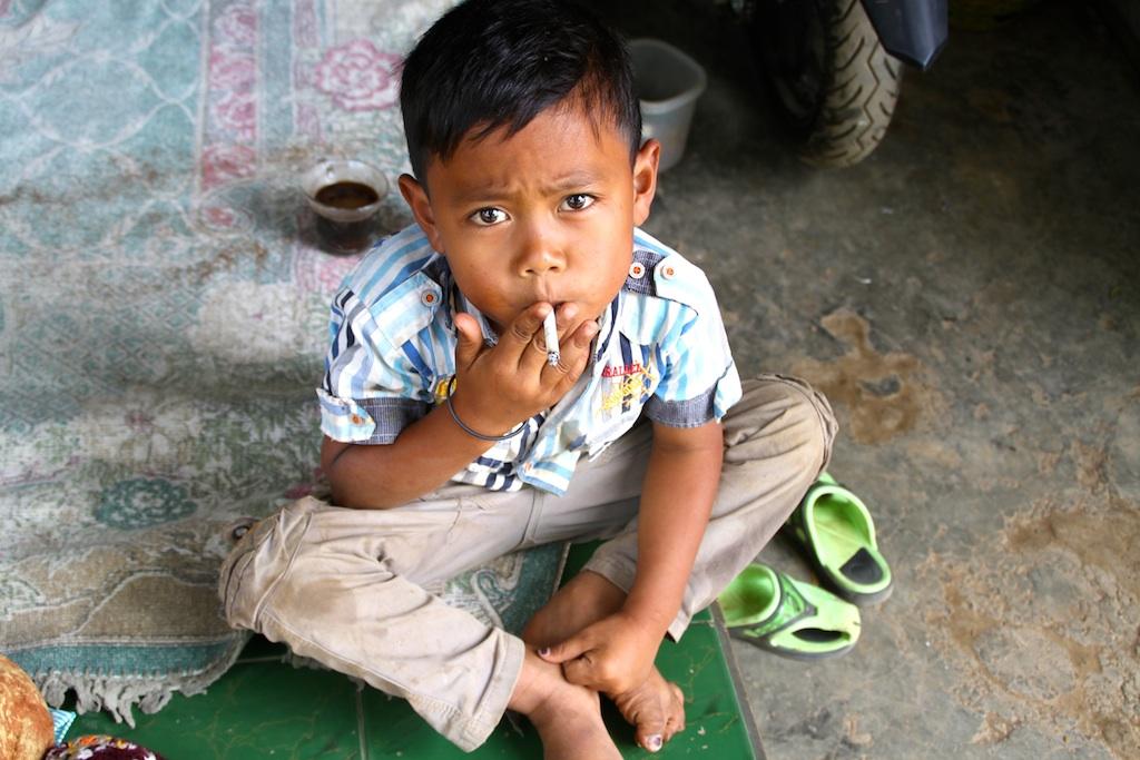 smoking-kid-indonesia