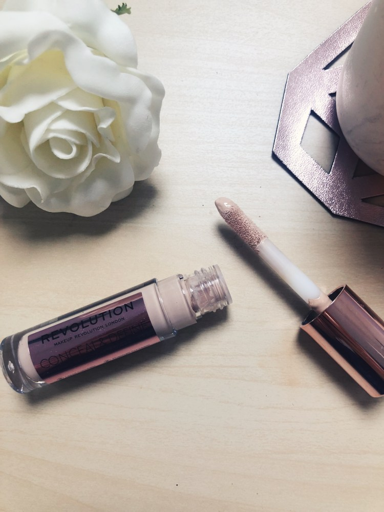 MAKEUP REVOLUTION - CONEAL AND DEFINE CONCEALER