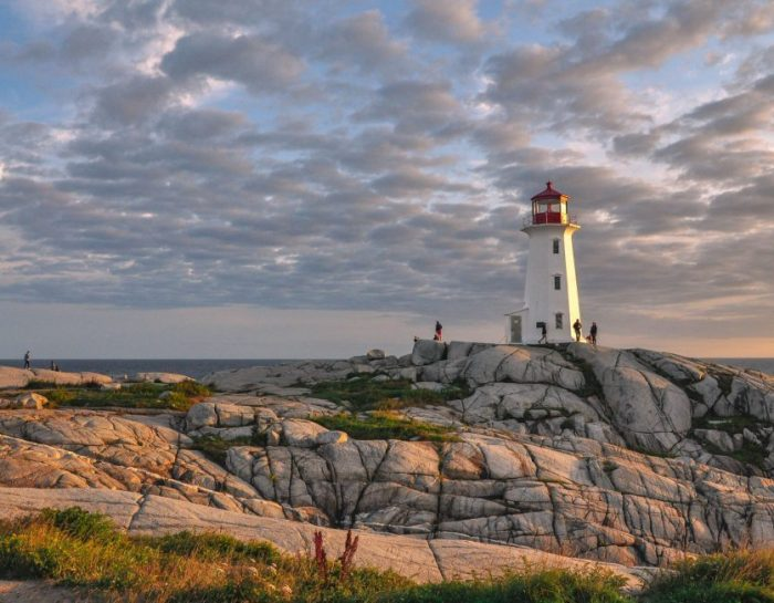Halifax to Peggy's Cove & Lunenburg Day Trip Guide