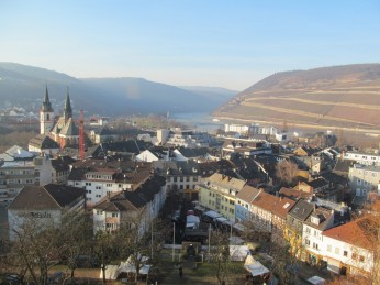 Market and city of Bingen seen from Burg Klopp