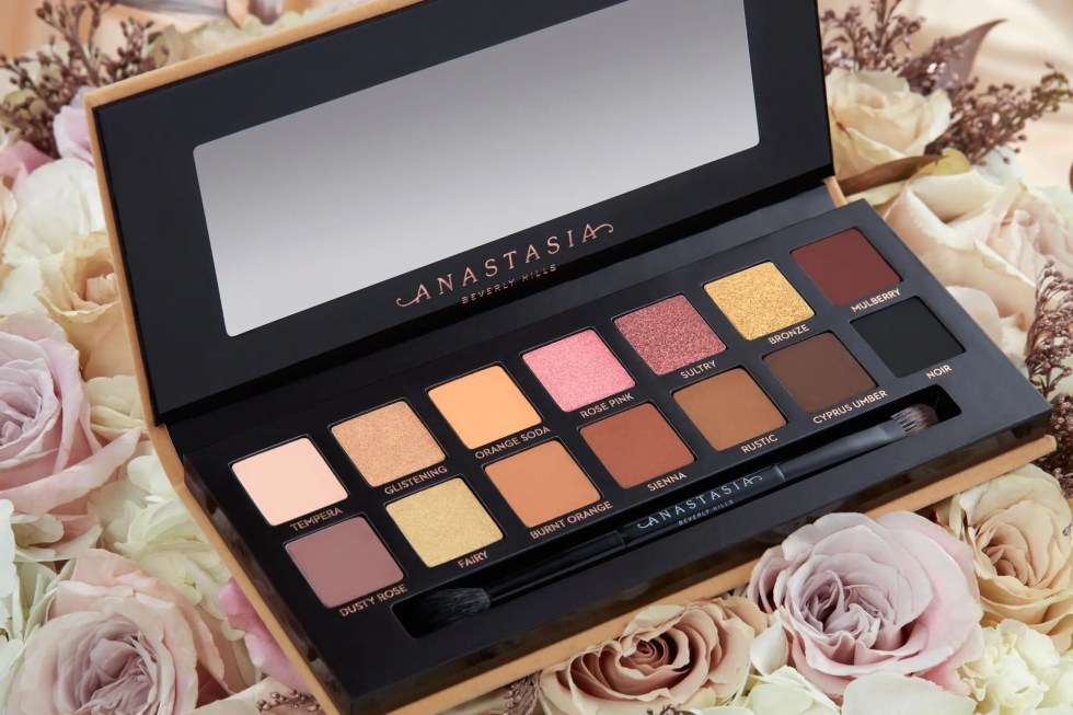 ABH Soft Glam Eyeshadow Palette Lifestyle
