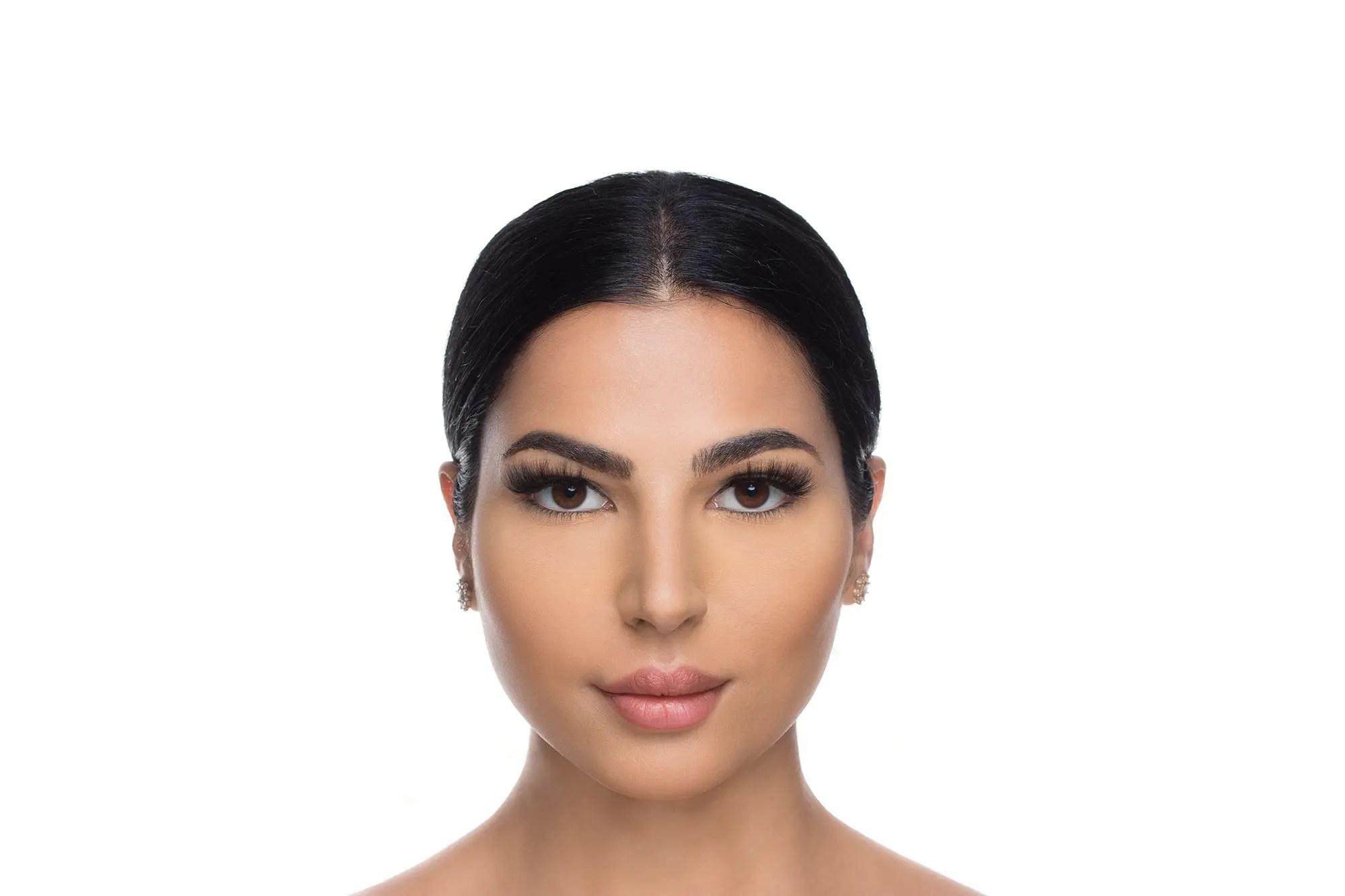 Savanna Mink Lashes, close up of ladies face wearing false eyelashes