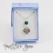 tono argento, cuore lavorato con perla luminosa personalizzabile. Lunghezza 60, 70, 80, 90 cm