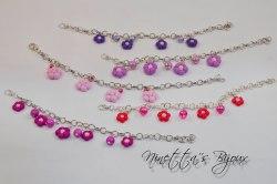 bracciale con catena tono argento e fiorellini in fimo colorati