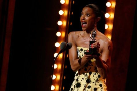 And the winner is... Renee Elise Goldsberry, come migliore performance nel musical Hamilton.