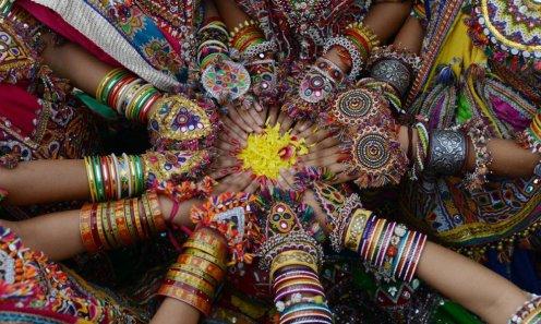 """L'India si accende dei colori caldi della festa """"Navaratri"""" o Festa delle 9 notti."""