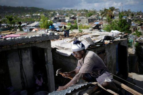 Ad Haiti, la vita va avanti, anche se a rilento, dopo l'uragano Matthew.