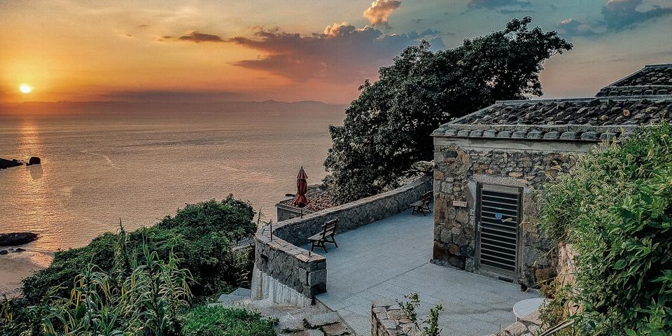 榕樹下旅館-欣賞夕陽落入海中的最佳位置