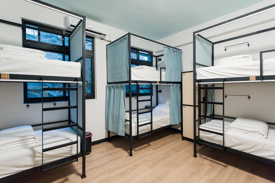 55據點旅館-乾淨明亮的床位