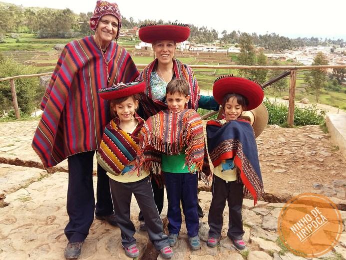 familia em Chinchero em Cusco