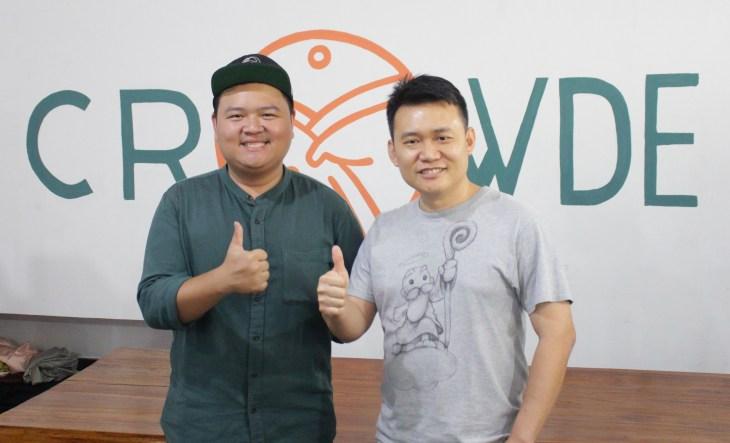 Sebelah kiri Founder CROWDE Yohanes Sugihtononugroho berfoto bersama Edy Budiman CEO Dewaweb di sisi kanan