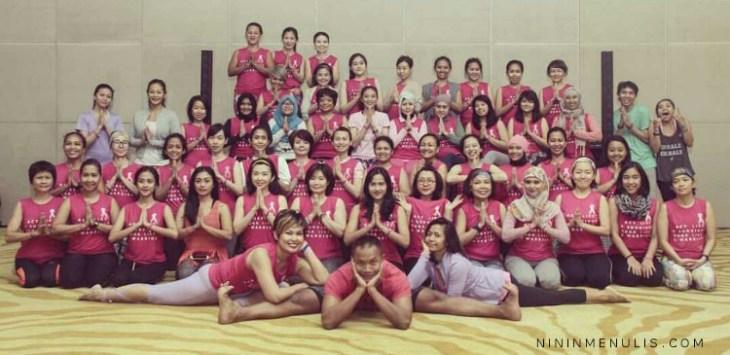 Foto bersama saat Pink Ribbon Day