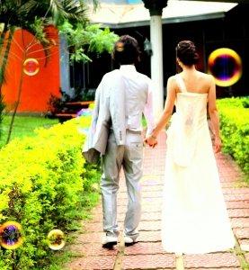 世界一周する夫婦を紹介!ウェディング衣装を持って素敵な写真を撮ってるよ!