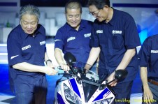 Launching_Yamaha_R1558