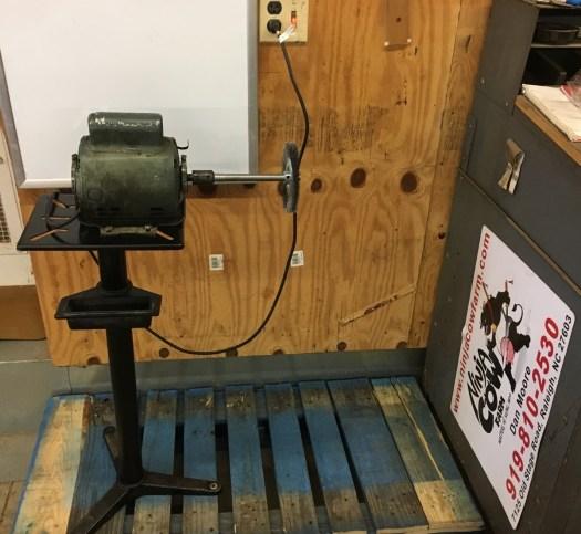 Wire wheel grinder