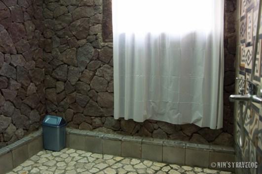 """kamar mandi dengan fasilitas """"bath""""????"""