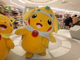 pokecen_tohoku_pikachu_mascots_photo_3