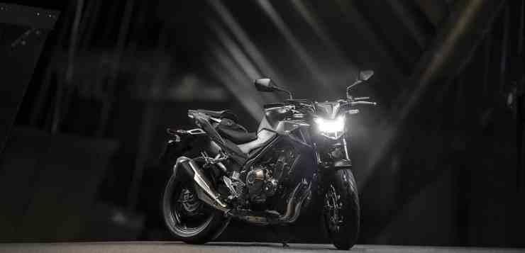 Das Matt Gunpowder Black Metallic steht der Honda CB 500F exzellent