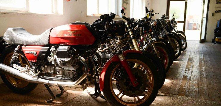 Auch wenn Hondas und Yamahas seine Sammlung bestimmen, andere Marken fehlen nicht