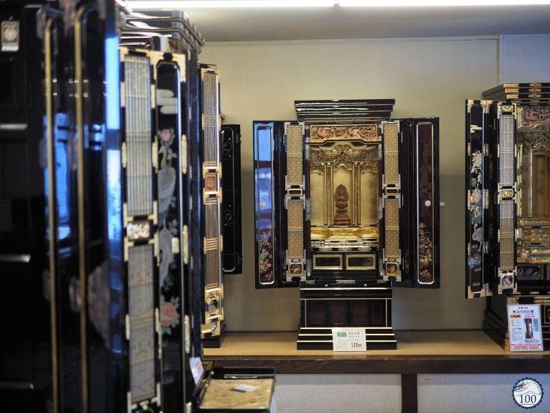 A shop specialized in Buddhist altars in Iiyama, Nagano.