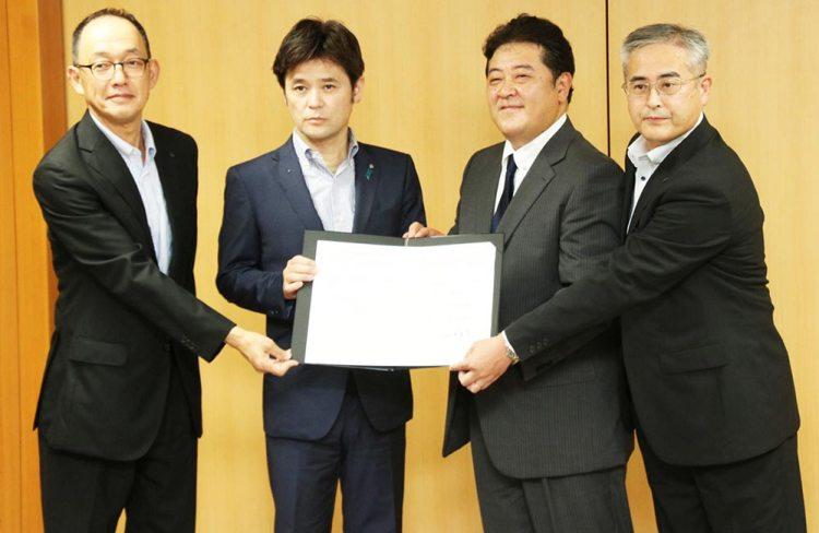 مراسم توقيع الاتفاق بين المجلس التعليمي والشركة